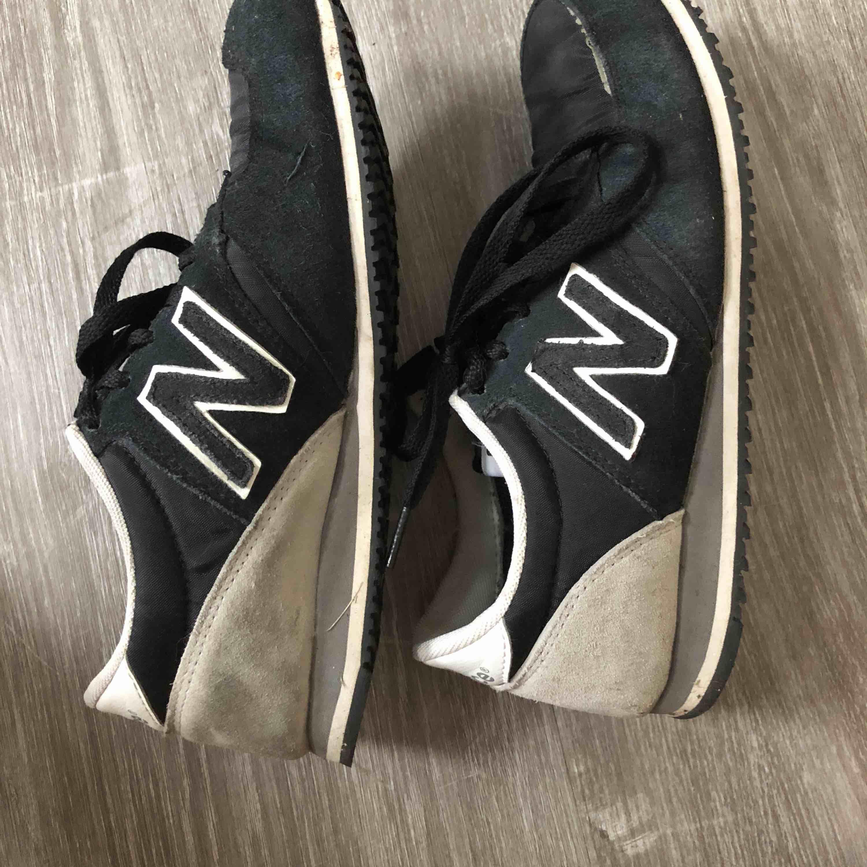 Skor från New Balance, använda men i bra skick!☺️. Skor.