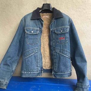 Jeansjacka från Replays provkollektion. Fel storlek för mig så har legat i garderoben i några utan att användas.
