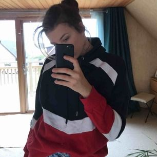 Fin hoodie från Gina! Köpt i januari, storlek m ❤️