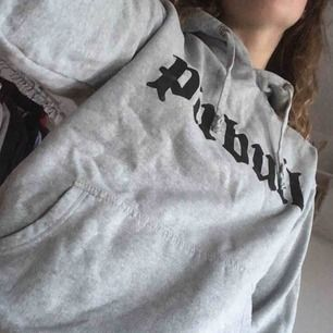 Omtyckt hoodie, over sized.