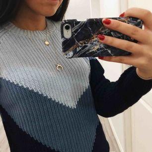 Super fin oanvänd tröja i 3 olika blåa nyanser, säljer pga platsbrist❄️💙