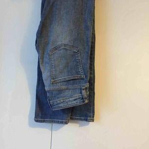 Världens bästa jeans. Använt de så mycket, är inte ens meningen att det ska vara hål i knäna. Därför detta pangpris. Säljer pga. har alldeles. För. Många. Jeans och alldeles för lite pengar. Skriv för bilder på!!!