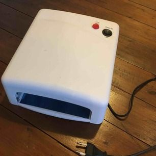 Vara: UV-lampa Skick: Nyskick, endast testad. Fungerar precis som den ska Pris: 99kr (exklusive frakt) Avhämtning: Mark/Borås