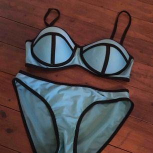 Vara: Bikiniunderdel och nederdel Skick: Använd men i bra skick Storlek: Medium Pris: 30 Avhämtning: Mark/Borås