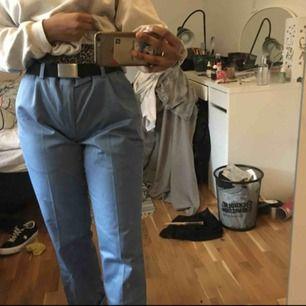 Snygga Blå byxor i begagnat men mycket bra skick! Priset kan diskuteras 😊💖