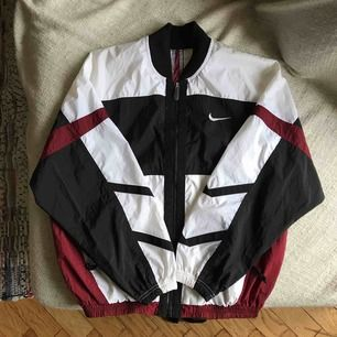 Nike windbreaker size small. Brand new condition. Purchased a while ago at Beyond Retro.