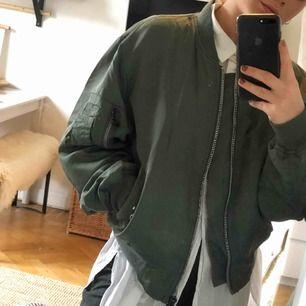 Min fina ljusgröna tunna bomber jacka