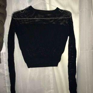 En oanvänd långärmad tröja från H&m, säljes då den inte passar på just mig. Superskön & sitter tight längst ner, jag bjuder på frakten!