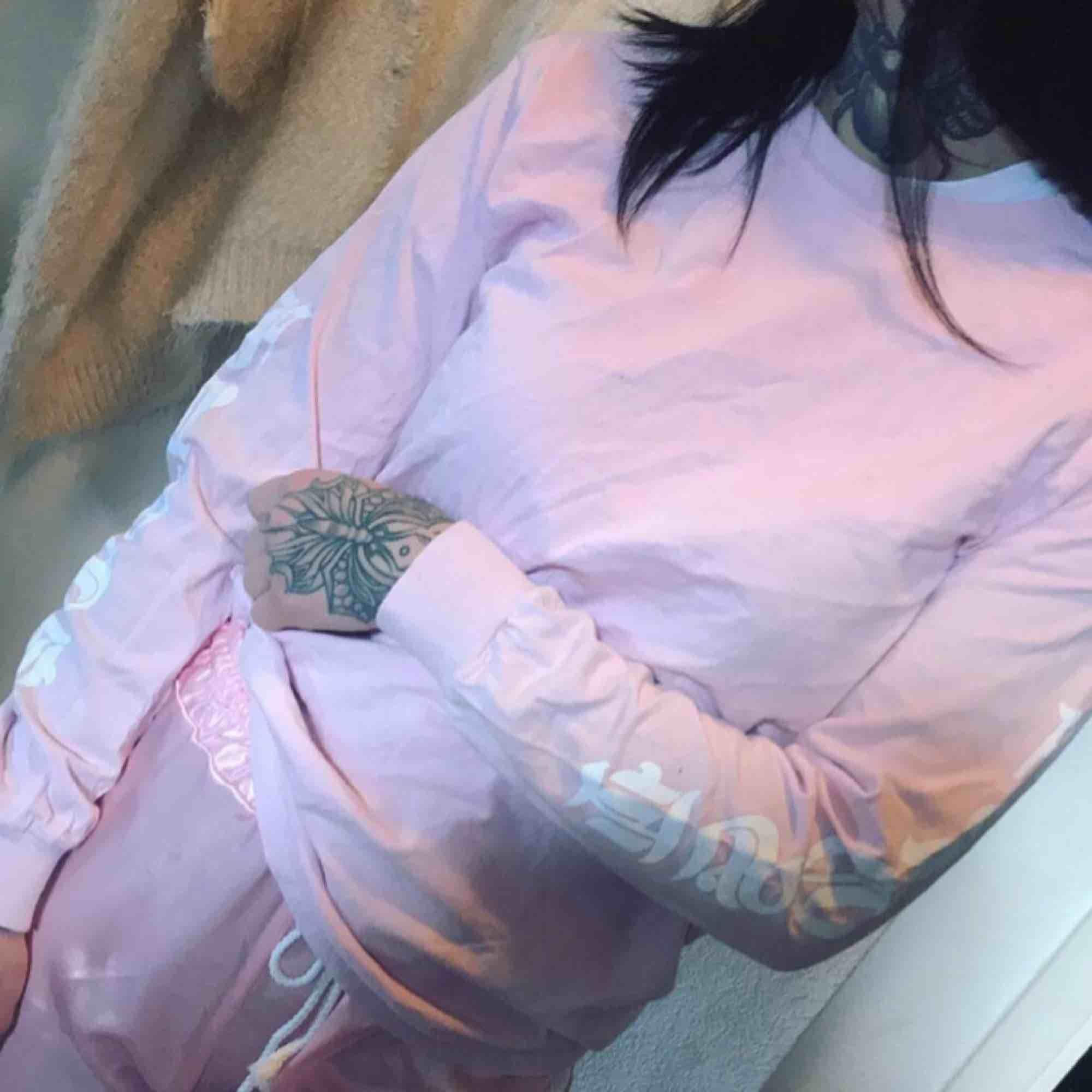 Long sleeve från Monami Frost. Står frost på armarna . Tröjor & Koftor.