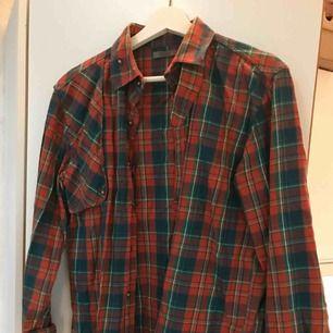 Rutig mjuk rejäl vintageskjorta, perfekt till hösten! Orange och grön, snygg boyfriendfit. Jag har som oversized (är xs) frakt tillkommer