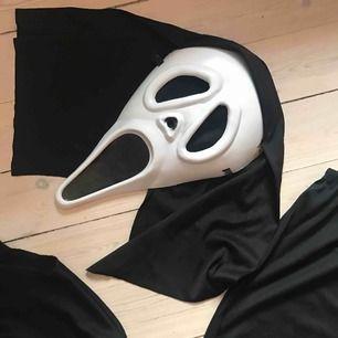 Scream Maskerad dräkt Perfekt till helgen!  Strl 180cm så M/L  Möts upp i stockholm eller skickar expressbud mot fraktavgift