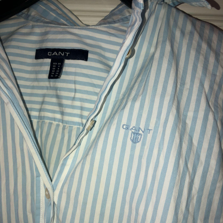 Gant skjorta, storlek 34. Jättefin, frakt tillkommer :). Skjortor.