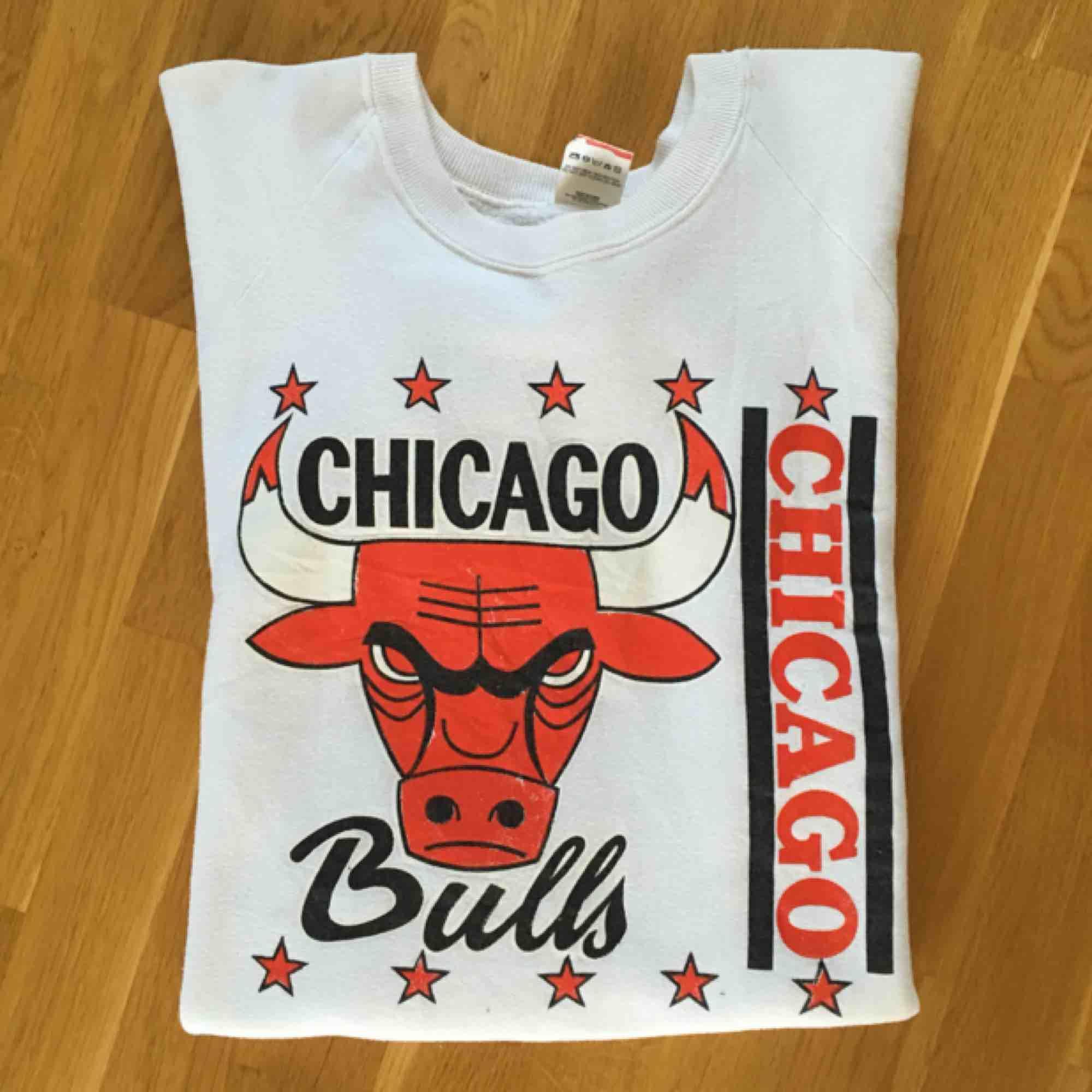 Chicago bulls tröja från Beyond Retro strl L - Frakt ingår. Huvtröjor & Träningströjor.