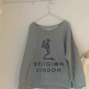 Tröja från Religion London! Passar dom flera storlekarna som over size. Asskön!
