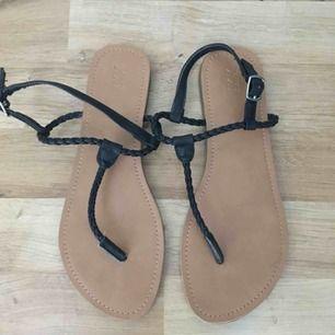 Sandaler Storlek 37  Hämtas i Bromma eller skickas. Köparen står då för frakt