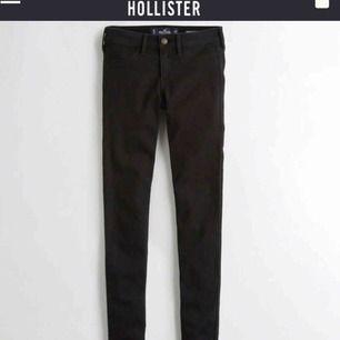 Nyligen köpta low-waist jeans från hollister. Stolek 26W/28L. Använda ca 2 gånger så i mycket bra skick! Frakten går på 58 kr
