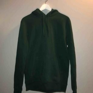 Vanlig mörkgrön hoodie från HM