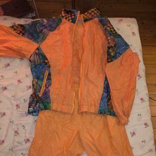 Vintage two piece set köpt för 600, 300/ del eller 450 för båda. Högmidjade byxor och oversized jacka