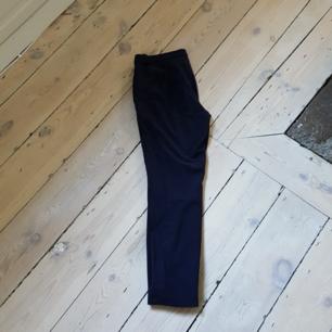 Marinblå kostymbyxor från Zara