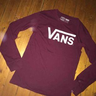 Oanvänd jättefin tröja från Vans. Storlek S. Inga defekter eller liknande, nyskick! Frakten står köparen för🌻Kan mötas upp i Jkpg!