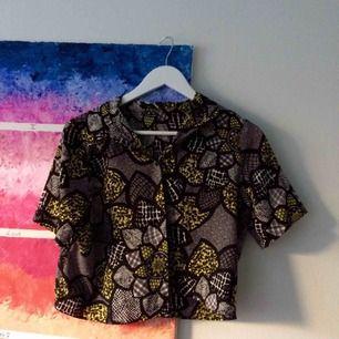 Säljer denna söta skjorta/blus ifrån river Island. Så gott som ny💓frakt går på 20kr.