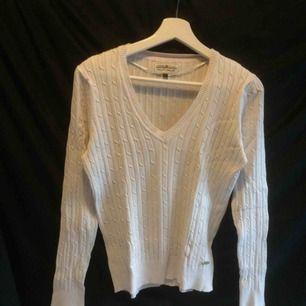 Stickad vit tröja från Hampton Republic! Kan mötas upp annars står köparen för frakten (45kr)