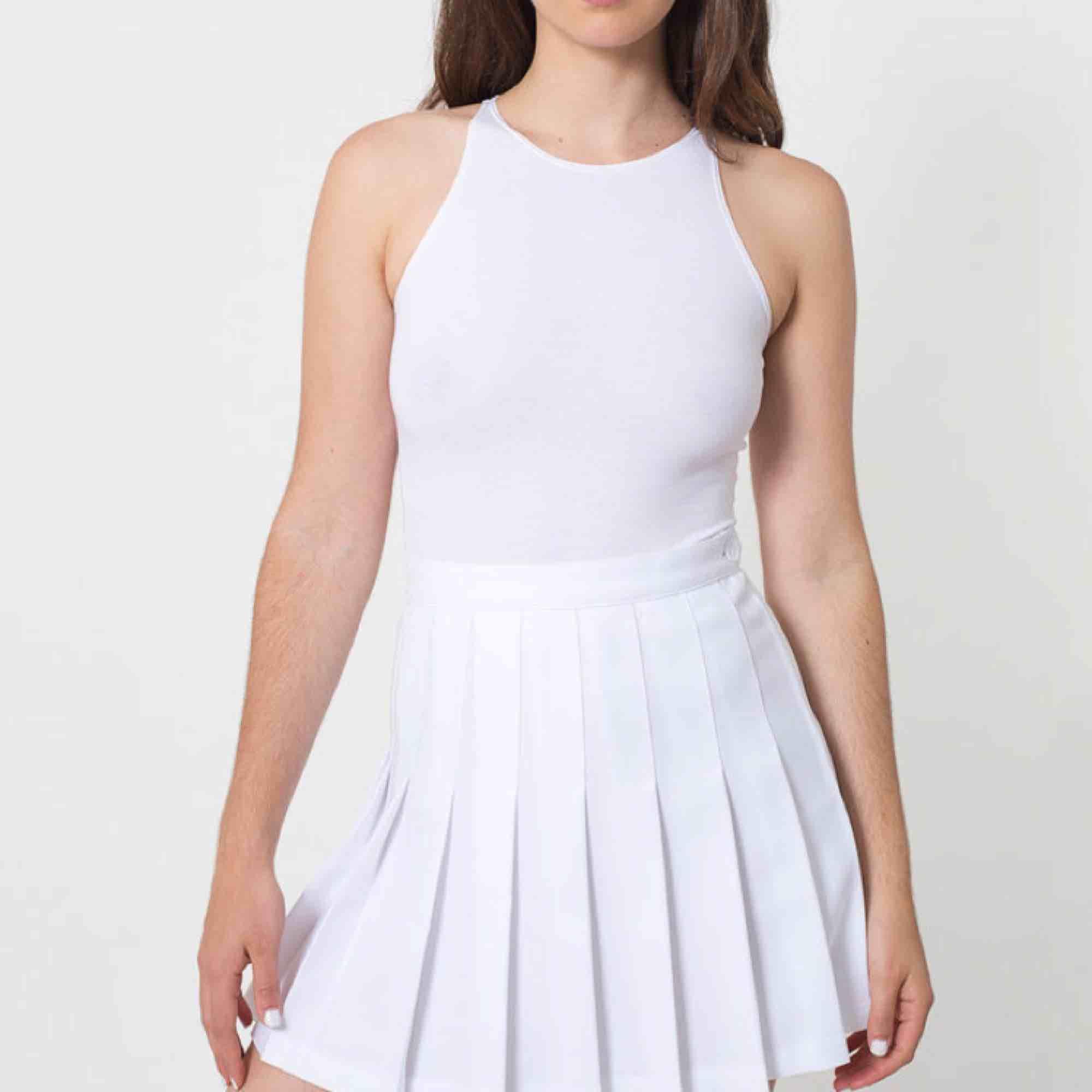 Amerikan apparels klassiska tenniskjol i vit. Storlek xs. Endast använd ett fåtal gånger. . Kjolar.