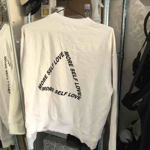 Sweatshirt från NA-KD, storlek M. Frakt 39:-