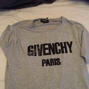 Givenchy Paris storlek S