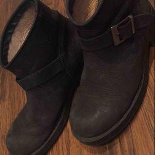 De här är ett par skor från tara skicka om du e intresserad