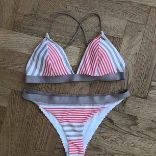 Bikini från H&M, överdel: strl 40 (75C), underdel: strl 36  60kr för båda (frakt på 39kr tillkommer ✉️🕊)