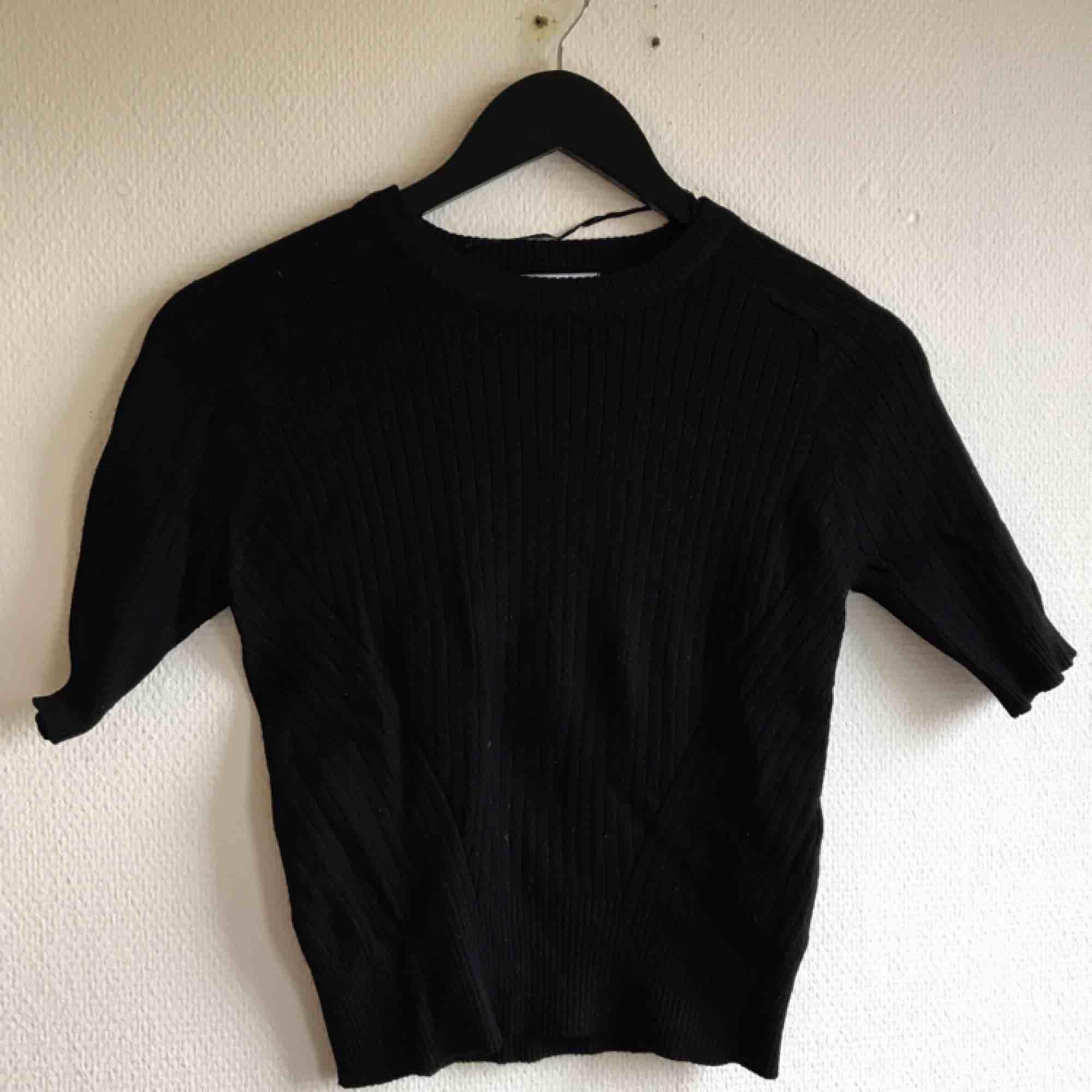 Oanvänd stickad tröja🌻 Alltid spårbar frakt🌻. Huvtröjor & Träningströjor.