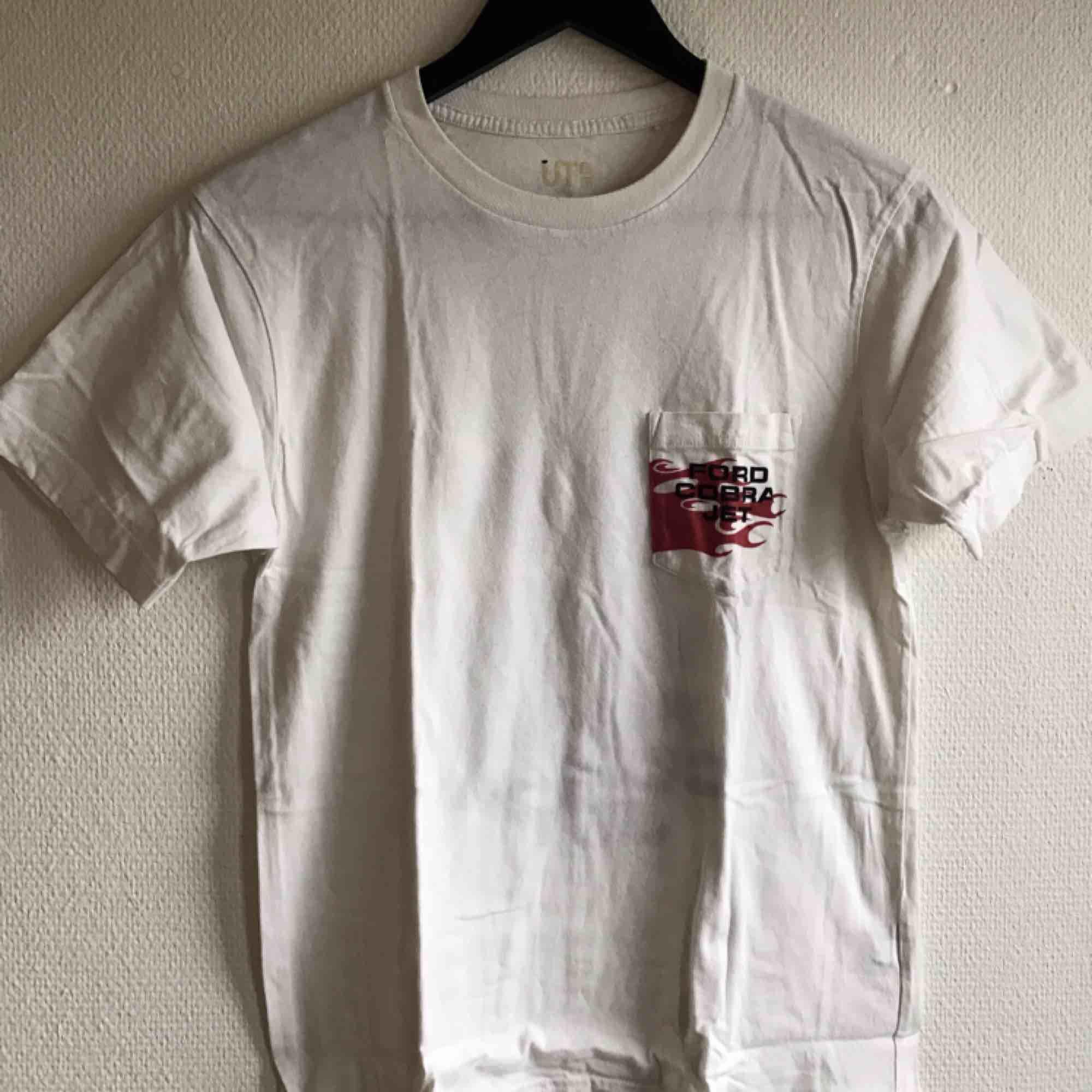 Oanvänd Limited edition Japan only t-shirt🌻 Alltid spårbar frakt🌻. T-shirts.