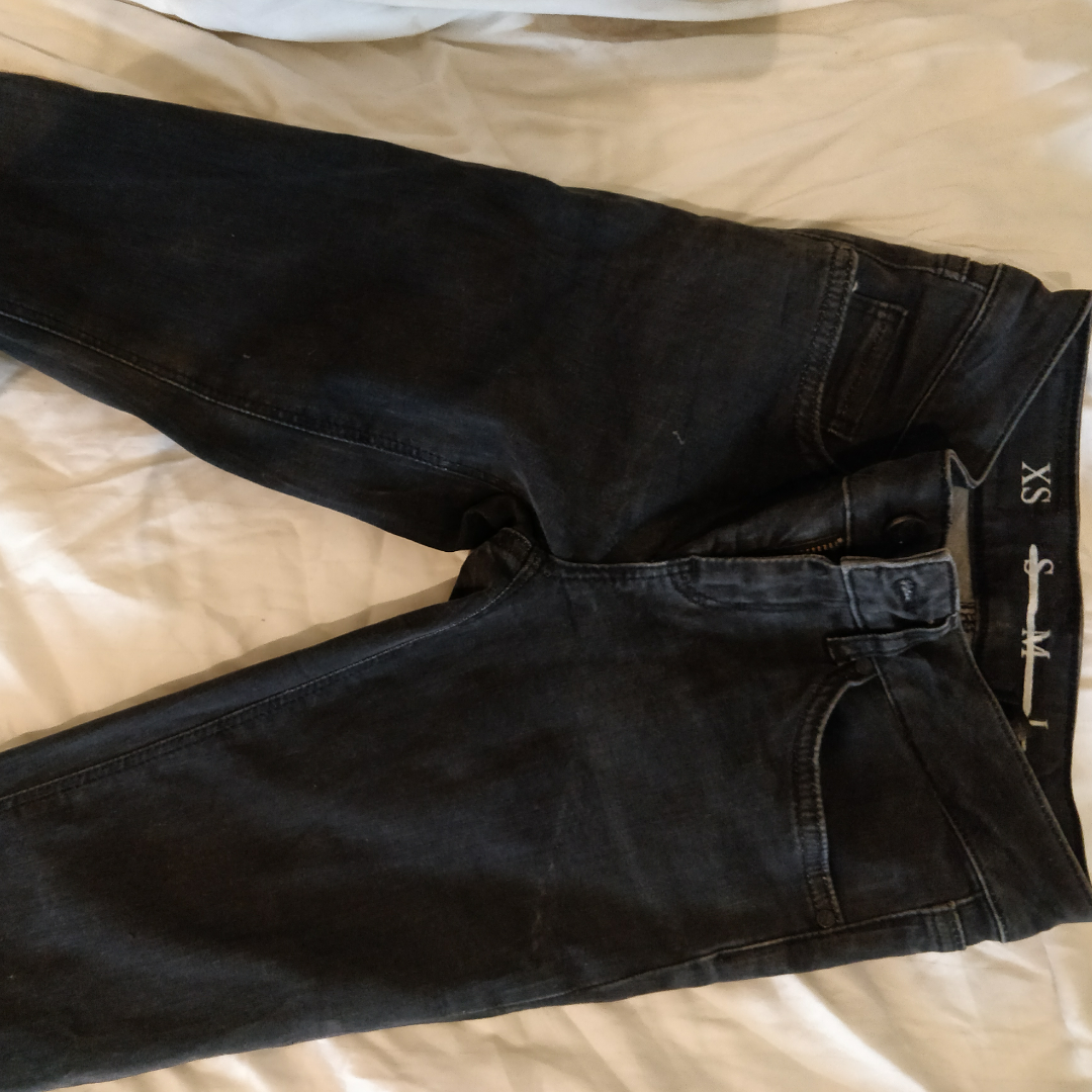 Perfect dark gray tight jeans from never denim! St orlek XS, medium-high in the waist, like new!. Jeans & Byxor.