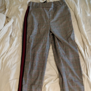 Soft-looking comfortable trendy autumn trousers, gray-colored with a red stripe from ZARA. Selling then I bought the same in one size larger and forgot to return these. Totally unused with the price tag left!