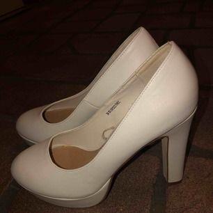 Klackskor från din sko, endast använda 1 gång perfekt skick! Köpa för 349 12  höga