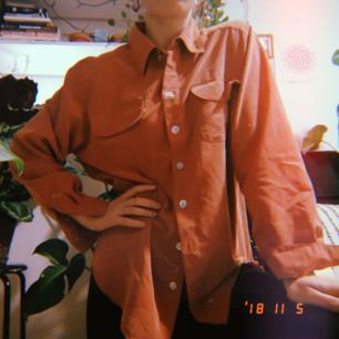 Skjorta i mysigt material. Är som ny i skicket, säljer pga att jag inte använder den längre!