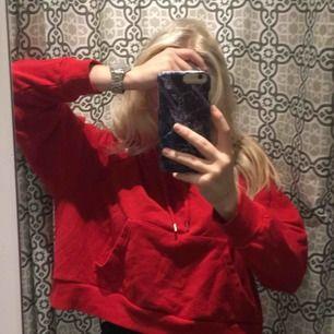 En fin hoodie från Monki. I storlek Xs men är oversized så skulle säga S❤️