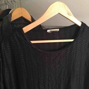 En t-shirt klänning köpt på Emmaus vintage del! Det ser ut som en står fläck på den med det blev bara något konstigt med bilden!