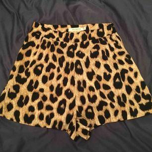 Shorts med leopard print! Superfin och i gott skick