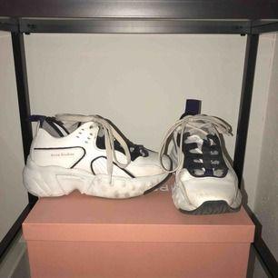 Säljer mina trogna och älskade Acne skor, dom var varit med om mycket. Låda, kvitto och dustbag allt kommer med. Fraktar ej!