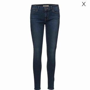Levi's jeans Passar mig som har strl 36 i jeans:) Använda 2 ggr Säljer pga inte min stil Nypris är 1099kr