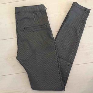 Snygga byxor från h&m. Sitter sjukt bra på! Aldrig använt pga fel storlek.