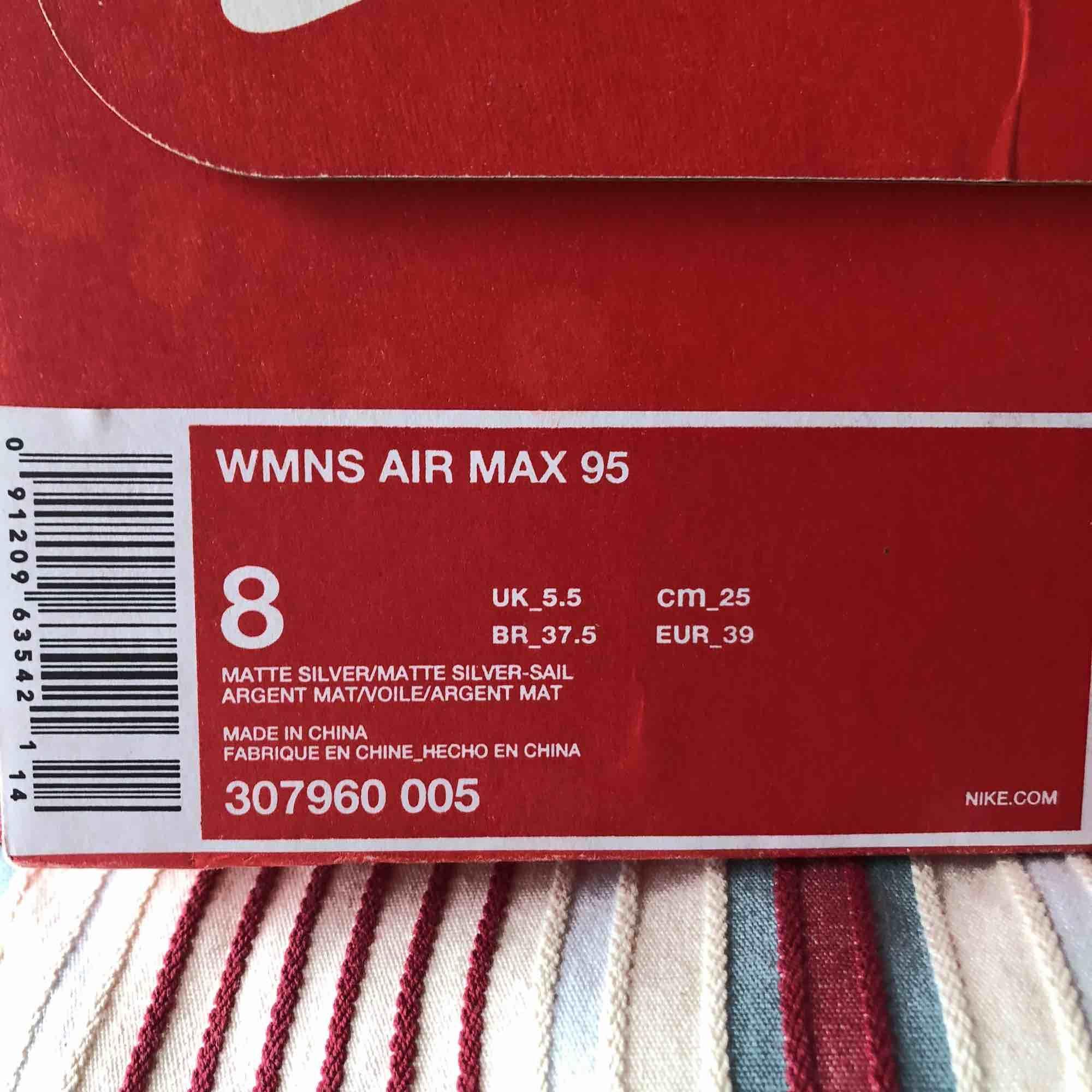 Aldrig använda! Snygga air max 95, säljer pga fel storlek! Dom har reflex.. Skor.