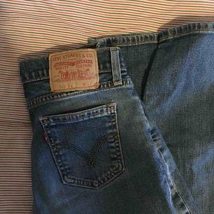 Står w28 men mer som w25/w26! Säljer pga överskott av jeans och i behov av pengar🧡 Frakten kostar 54 kr, kan annars mötas upp i Stockholm.