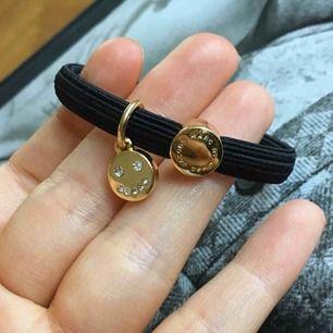 Super fint Marc Jacobs armband i toppen skick! Äkta, perfekt till dig själv eller ge bort i julklapp 🎁