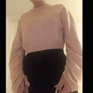 En rosa tröja från H&M som nästan aldrig är använd. Möter gärna upp i Stockholm.