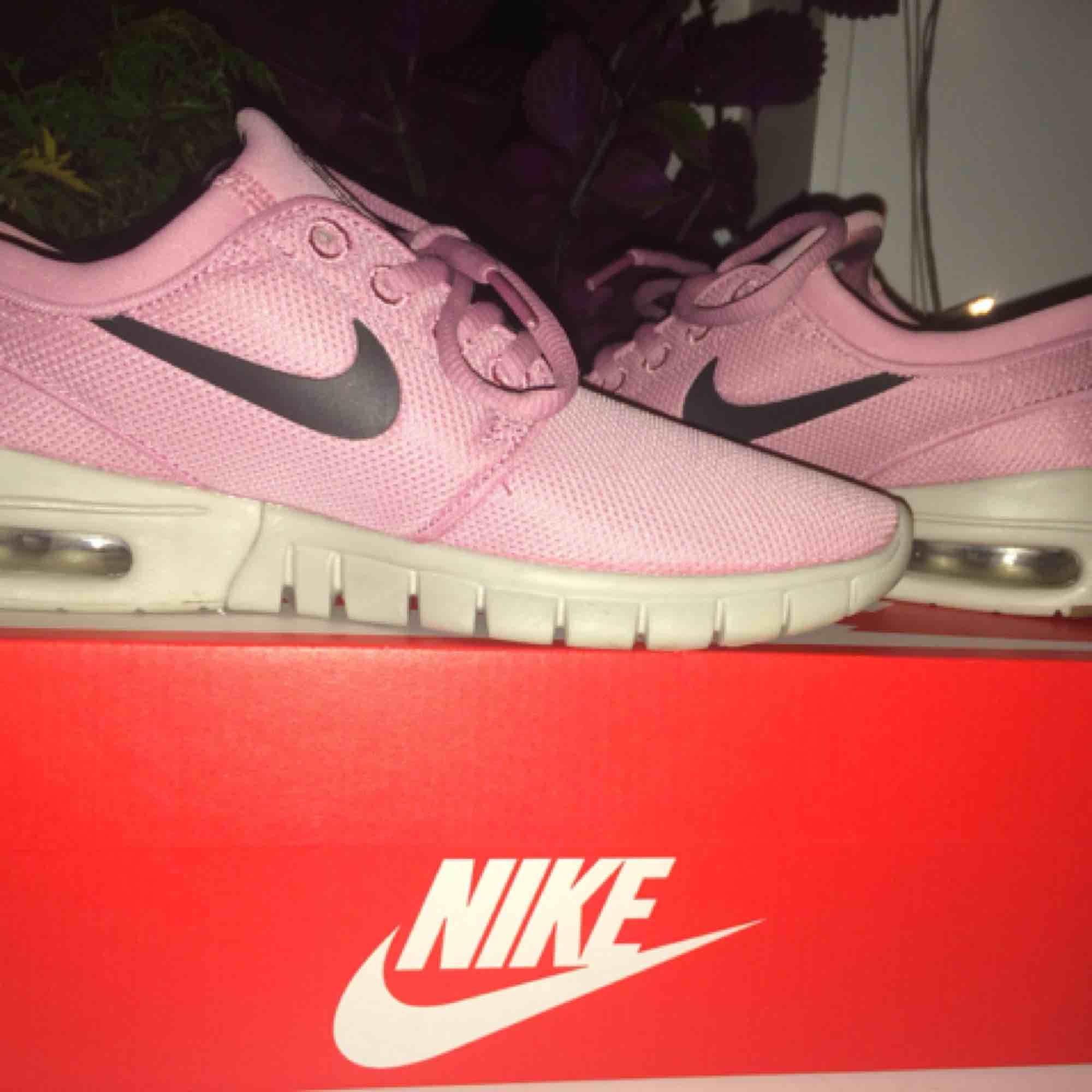 hot sale online 768b7 5b0d4 Nike skor i storlek 37,5, köpte i somras men bara använt dom cirka ...