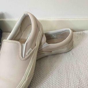 Vans i ljusrosa läder, lite använda men ändå i fint skick och även lätta att tvätta.