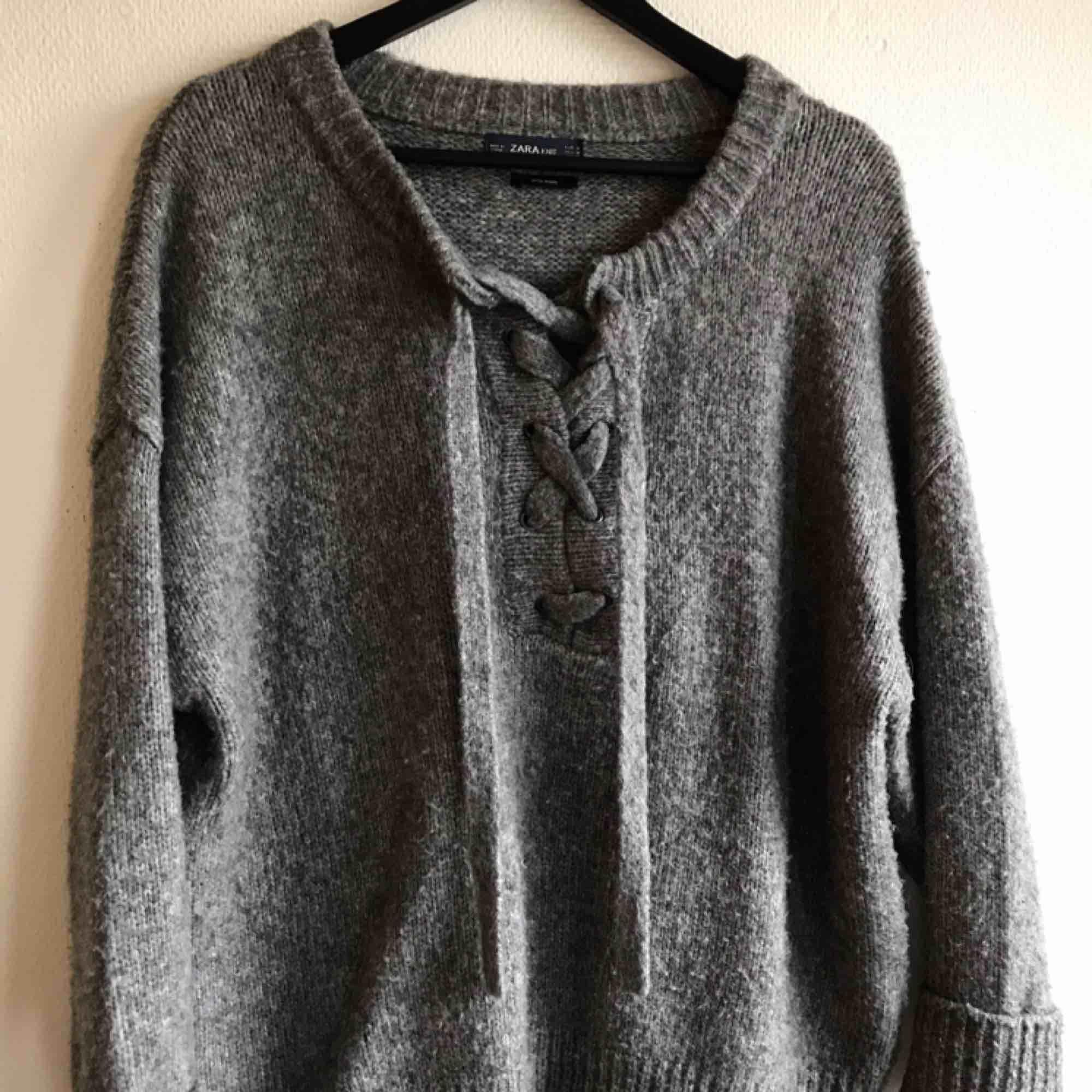 Varm ulltröja, använd få gånger🌻 Skickas mot spårbar frakt🌻. Huvtröjor & Träningströjor.